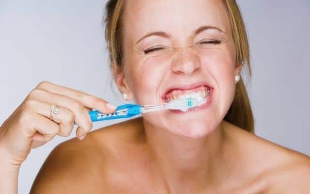 การแปรงฟันที่ถูกวิธี เหงือกร่น