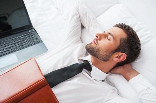 ทำงานบนที่นอน